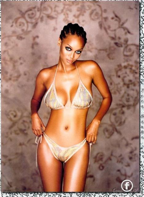 Tyra en bikini argenté  / KAMERUN SCOOP
