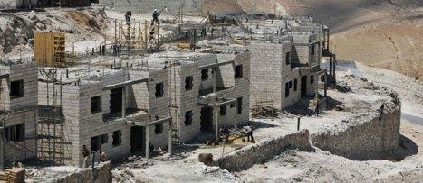 Des immeubles supplémentaires en construction dans la colonie de Maale Adumin, à Jérusalem-Est, le 12 août 2008 © TARA TODRAS-WHITEHILL/AP/SIPA