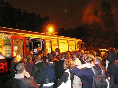 La ruée devant le bus Rosa Parks