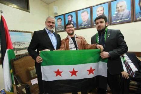 Dirigeant du Hamas avec le drapeau colonial français emblème des rebelles syriens.